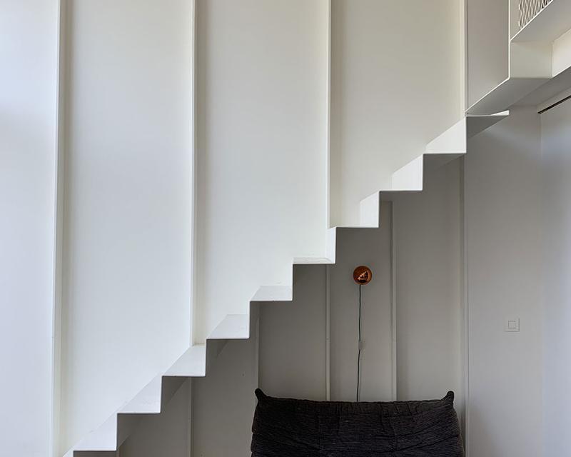 Détail escalier métallique intégré