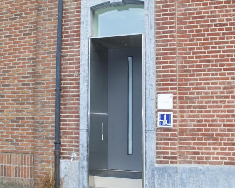 Porte d'entrée à rue
