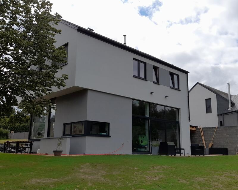 Arrière gauche de la maison, orientée à l'Est / crédit : Activ'Architecture