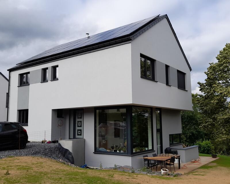 Angle avant-droit de la maison, orienté plein Sud / crédit : Activ'Architecture