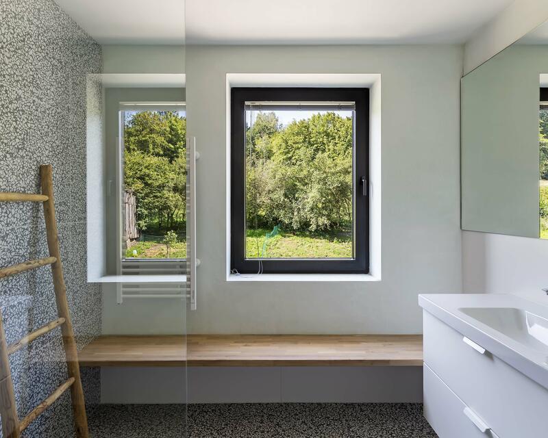 Vue salle de bain enfants - photographe: Laurent Brandajs