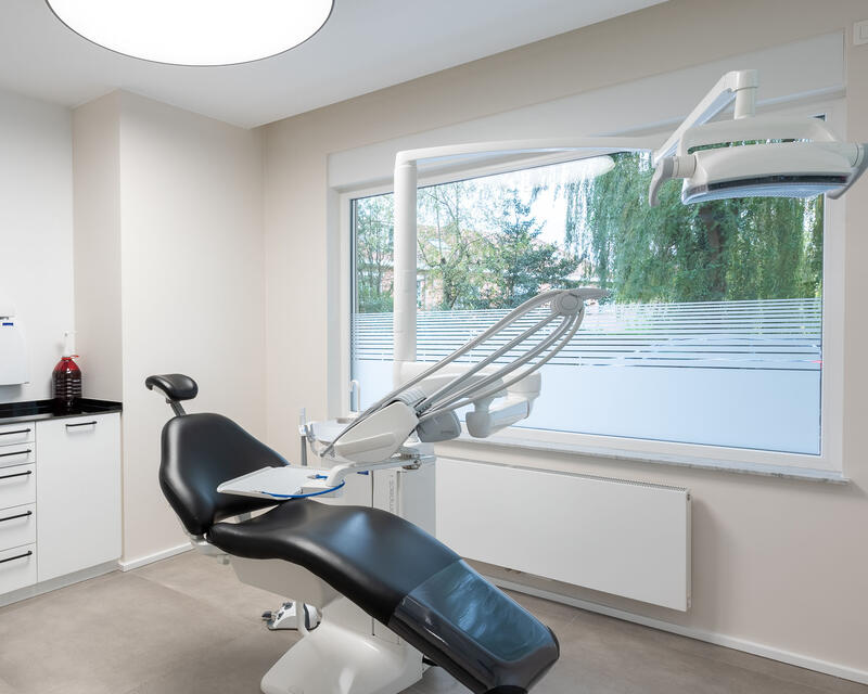 1 cabinet dentaire. Meubles sur mesure