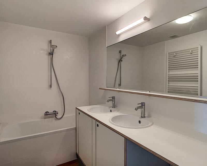 Mobilier au design épuré _ Salle de bain