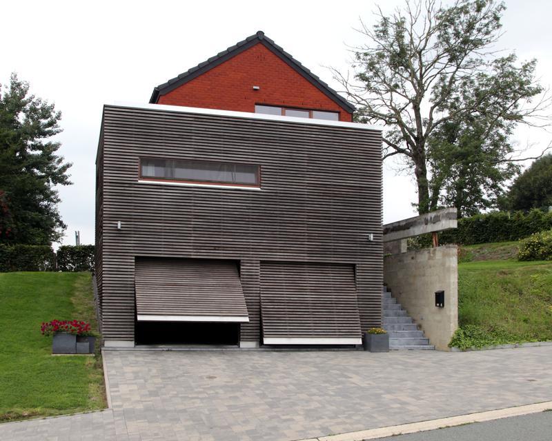 Les portes de garage se fondent dans la façade
