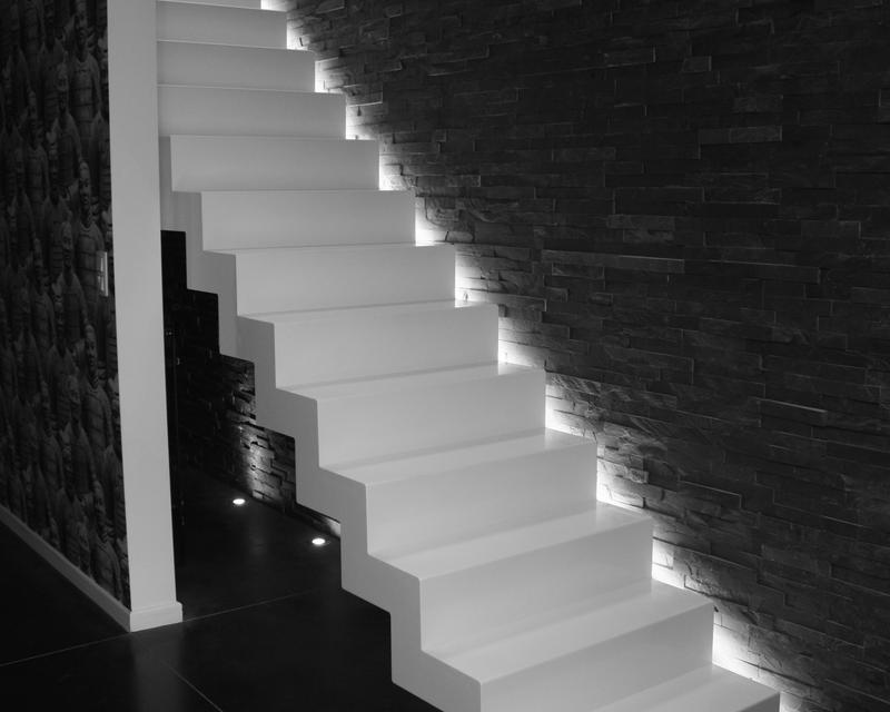 Escalier et parement schiste