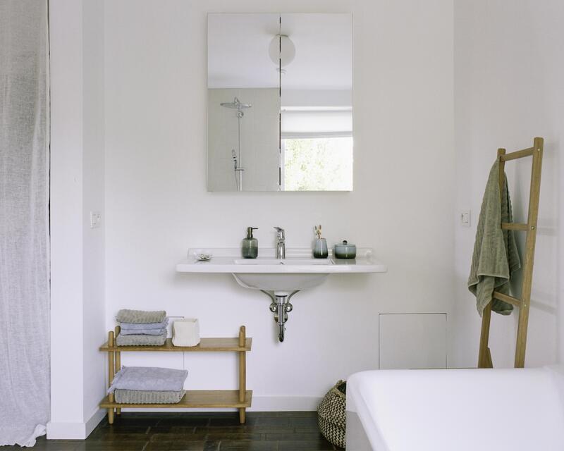 Vue salle-de-bain côté vasque